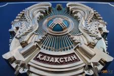В Павлодаре заменили 369 гербов старого образца