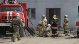 Пожар уничтожил шесть микроавтобусов в Павлодаре