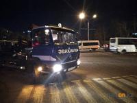 Павлодарцы пожаловались в полицию на прогнивший микроавтобус, который давно стоит во дворе дома