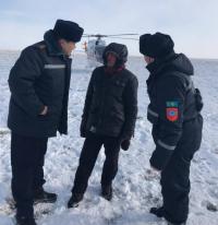 В Павлодарской области двоих потерявшихся в степи мужчин нашли спасатели на вертолете