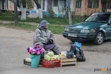 В Аксу мошенник обманывал пенсионеров, торгующих дачной продукцией