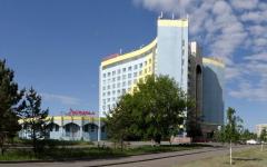 Персонал гостиницы, в которой разместили врачей и полицейских, задействованных в борьбе с коронавирусом, остался без зарплаты