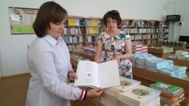 Учебники нового формата получают павлодарские школьники