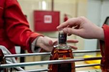 Владелицу магазина в селе Павлодарской области оштрафуют за проданную с утра бутылку коньяка
