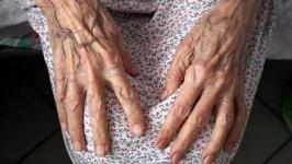 В Усть-Каменогорске пьяный пенсионер избил свою 89-летнюю мать