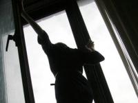 В Павлодаре девушка упала с пятого этажа