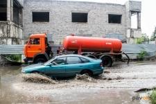 В Павлодаре продолжается ликвидация последствий ливня