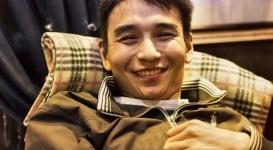 Парализованный карагандинец, отдавший миллионы тенге больным детям, номинирован на премию