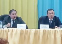 Жители Павлодарского сказали спасибо за нового акима села и озвучили претензии к старому