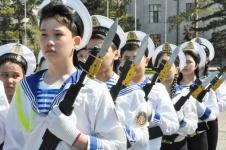 450 учащихся приняли участие в смотре строя и песни на центральной площади Павлодара