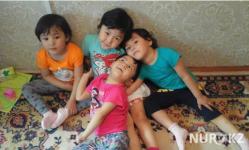 Одинокая мама тройняшек из Павлодара просит о помощи