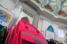 Павлодарские мусульманераздали детям из малообеспеченных семей школьные принадлежности
