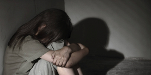 Подозреваемого в изнасиловании несовершеннолетней задержали в Аксу
