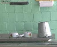 Повара «забаррикадировались» в школьной столовой села Береке Аксуской сельской зоны