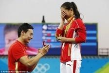 Китайский спортсмен сделал предложение избраннице прямо в олимпийском бассейне (фото)