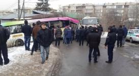 В Алматы автобус с пассажирами снес 10 авто