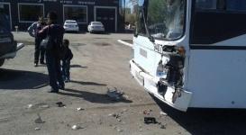 В Астане автобус столкнулся с внедорожником