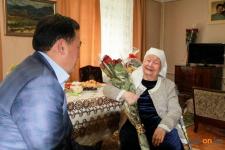 Кто имеет право на помощь от государства ко Дню пожилых людей?