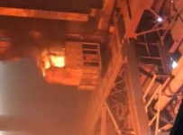 На заводе в Аксу загорелся кран, в кабине которого находилась сотрудница предприятия
