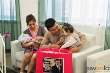 В Павлодаре дети, рожденные в День Первого Президента, получили подарки