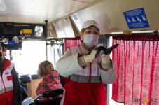В Павлодаре сотрудники Общества Красного Полумесяца учили, как правильно мыть руки, чтобы снизить риск заболевания коронавирусом