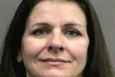 В США четыре ребенка выпрыгнули из машины пьяной матери