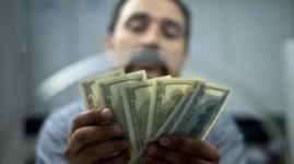 К концу 2014 года доллар достигнет отметки в 165 тенге - эксперт