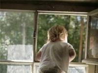 В Алматинской области полуторагодовалая девочка, упав с 5 этажа, осталась жива