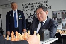 Нуржан Ашимбетов обыграл в шахматы учителя географии