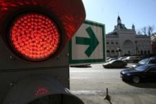 В Москве водителям разрешили осуществлять маневры на красный свет