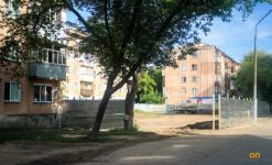 Жители нескольких домов по Короленко недоумевают: как на небольшом участке земли разрешили строить бильярдную?