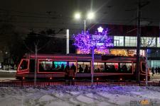Самую популярную газировку и подарки будут вручать пассажирам трамваев накануне Нового года в Павлодаре