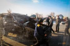 На трассе Павлодар-Кенжеколь Toyota Land Cruiser столкнулся с грузовиком