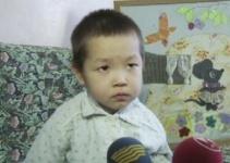 В Аксу разыскиваются родители 3-летнего мальчика