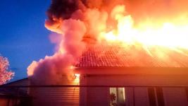 В Павлодаре трое детей успели спастись из горящего дома