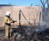 Пять дачных домиков горели в выходные в Павлодаре