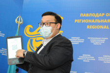 Павлодарцы начали переходить на безналичную оплату в общественном транспорте