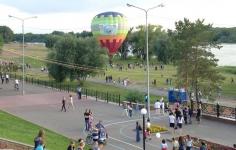 На большом воздушном шаре...