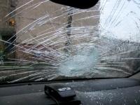 В Павлодаре «Лада Приора» врезалась в грузовик со снегом