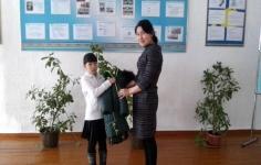 """Десять тысяч школьников получили помощь в рамках акции """"Забота"""""""