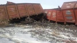 В Павлодарской области перевернулись и сошли с рельсов 7 грузовых вагонов