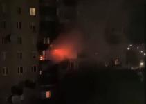 В Павлодаре от пожара в одной квартире загорелись соседние балконы