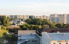 Жители многоэтажки Павлодара раскритиковали сделанный по программе модернизации ремонт