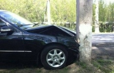 Пьяная капитан полиции врезалась в столб в Павлодаре