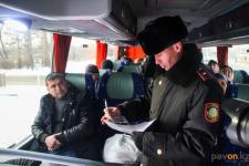 """В Павлодаре во время ОПМ """"Автобус"""" павлодарские полицейские выявили нелегальных пассажиров"""