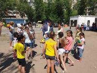 В честь Дня города самые маленькие жители Дачного микрорайона получили в подарок спортивный инвентарь и игрушки