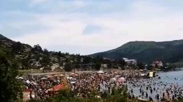 """""""Настоящий муравейник"""". Отдыхающие атаковали пляжи Баянаула"""