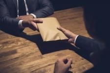 Павлодарский чиновник подозревается в получении взятки