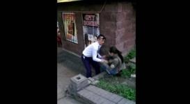 """В Алматы неизвестный """"опер"""" стал героем скандального видео"""