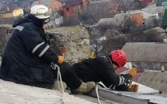 Спасатели Прииртышья дважды предотвратили падение с высоты строительных материалов